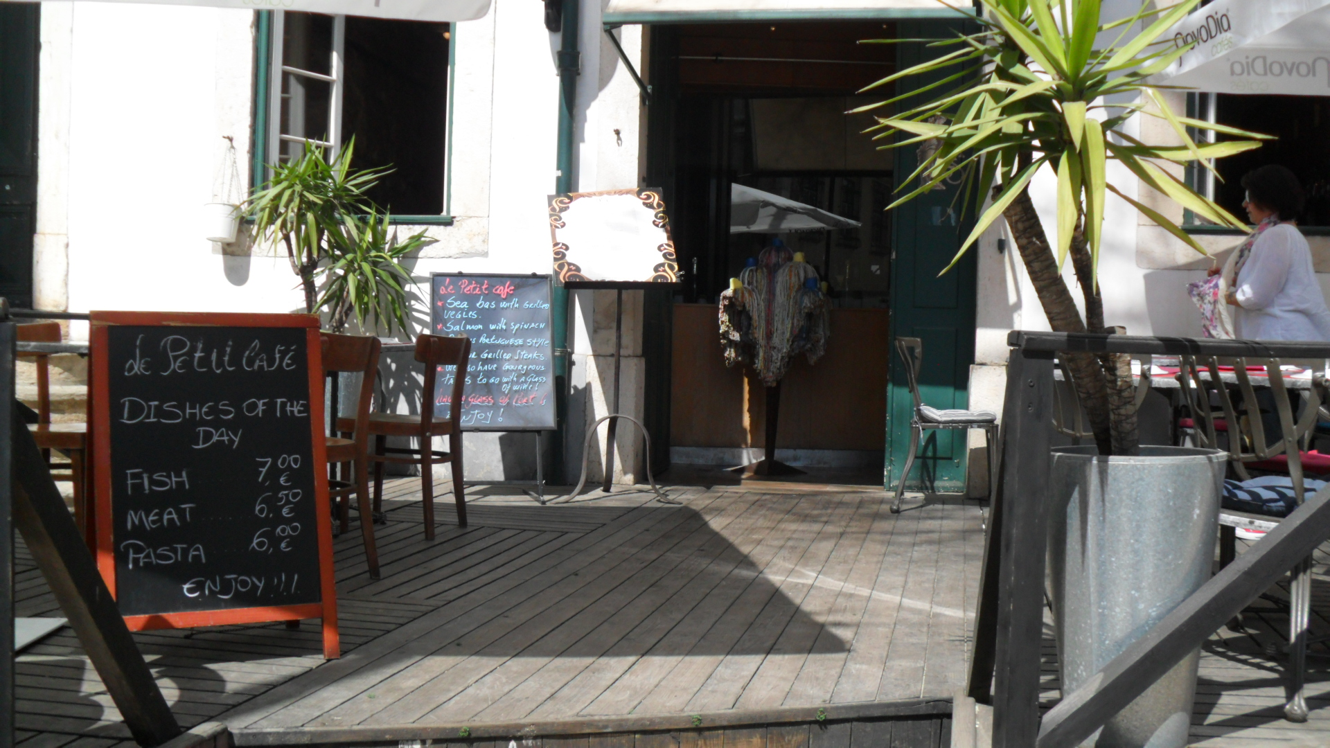 Le petit caf lissabon lissabon insider for Petit restaurant